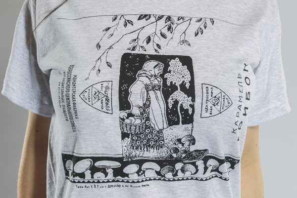 Серая футболка от Миши Бастера с «карамельным» дизайном: принт «Грибок»