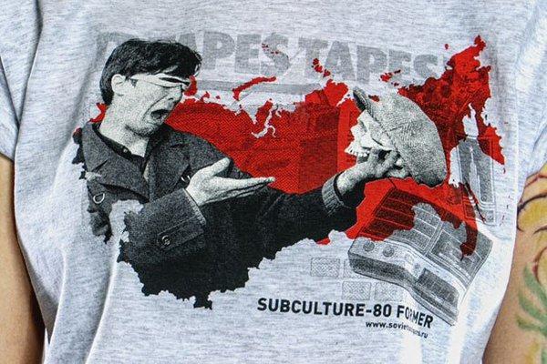 Серая футболка из проекта Миши Бастера «Хулиганы-80»